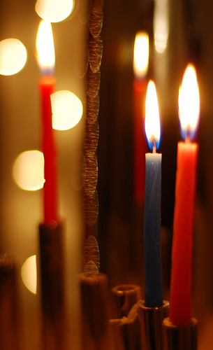 semel17-hanukkah-candles-via-flickr